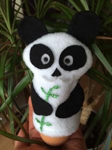 Selbstgemachter Panda-Eierwärmer