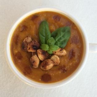 Kürbissuppe mit gerösteten Kernen